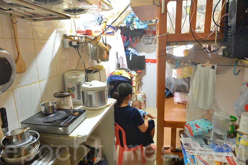 香港的劏房居住環境惡劣,全港關注劏房平台呼籲政府為劏房戶制訂紓困措施。(宋碧龍/大紀元)