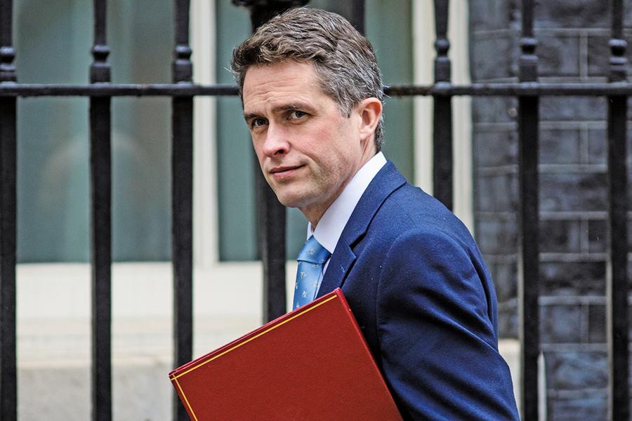 英國防大臣遭首相解僱