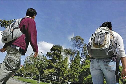 美國多管齊下打擊中共技術盜竊。眾議員班克斯提法案,限制中國留學生參與美國敏感研究項目,以防學術間諜。(Getty Images)