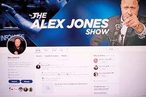 美名主播臉書被封 特朗普發推關注