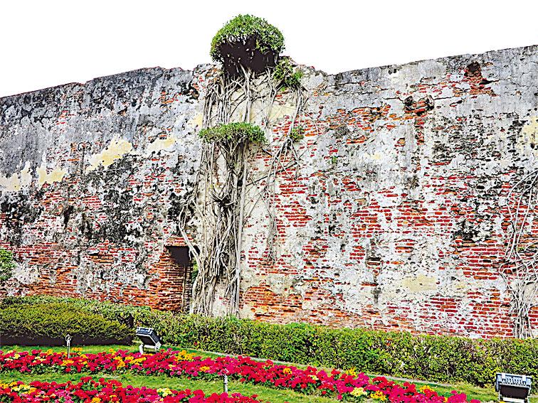 台灣安平古堡中存留的城牆遺蹟。