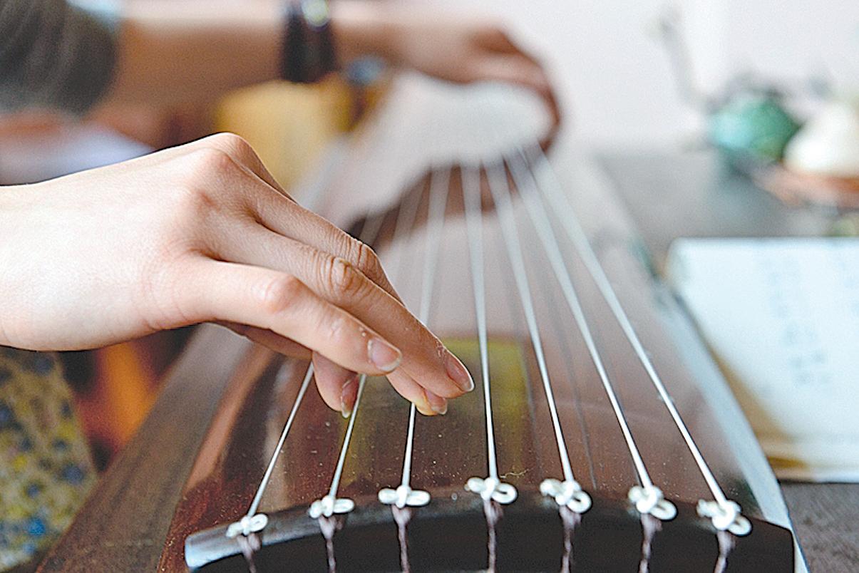 古琴是中國最古老的彈撥樂器之一,有數千年歷史。(大紀元資料室)