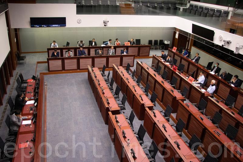 民主派議員下午如期召開修訂《逃犯條例》的法案委員會會議,並選出正副主席。(蔡雯文/大紀元)