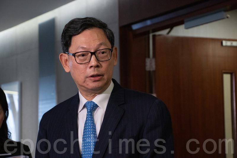 陳德霖昨日出席立法會財委會會議時,表示香港無可避免受到中美貿易戰牽連,但相信本港可以應付可能帶來的影響。(蔡雯文/大紀元)