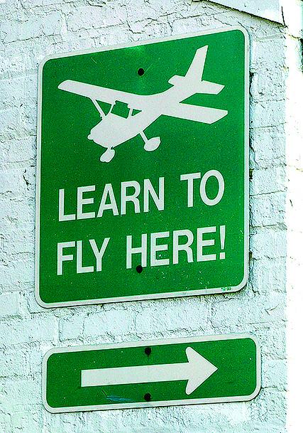 伊利諾伊州一家航校的標誌。(Getty Images)