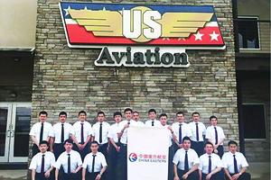 中國公派飛行員為何在美航校自殺