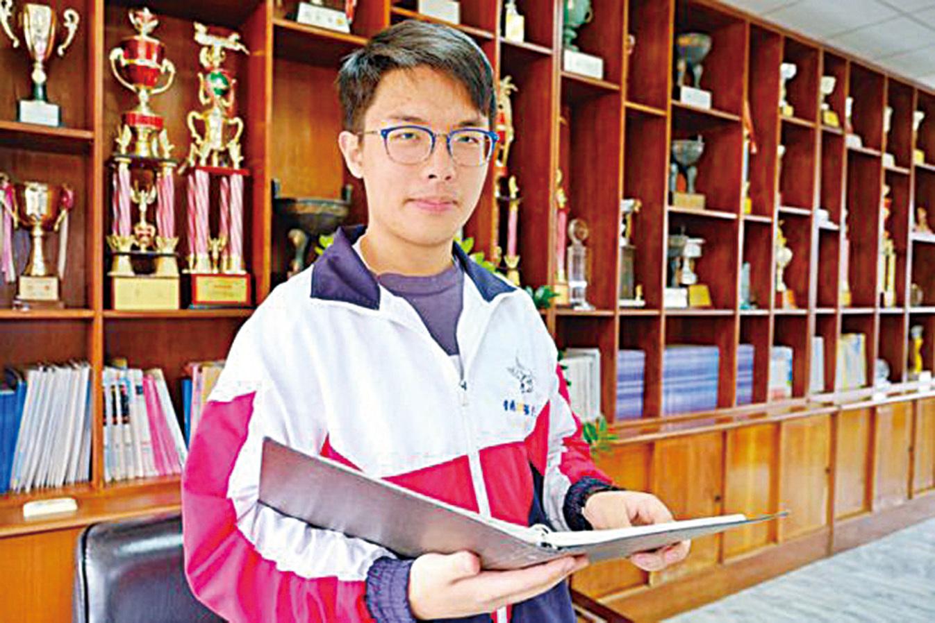 今年年初桃園市高中生楊宇荃以5科75滿級分的優異成績成為台灣大學學測狀元,他未來的志向是做一名無國界醫生。(中央社)