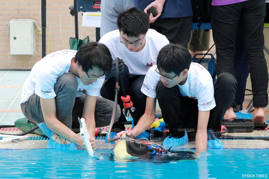 比賽中的香港科技大學EPOXSEA團隊。(陳仲明/大紀元)