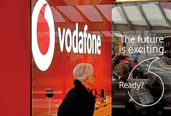 澳洲競爭監管機構周否決澳洲寬頻商TPG與沃達豐和記澳洲(Vodafone Hutchison Australia,VHA)150億澳元的合併計劃。圖為Vodafone的宣傳海報。(WILLIAM WEST/AFP/Getty Images)