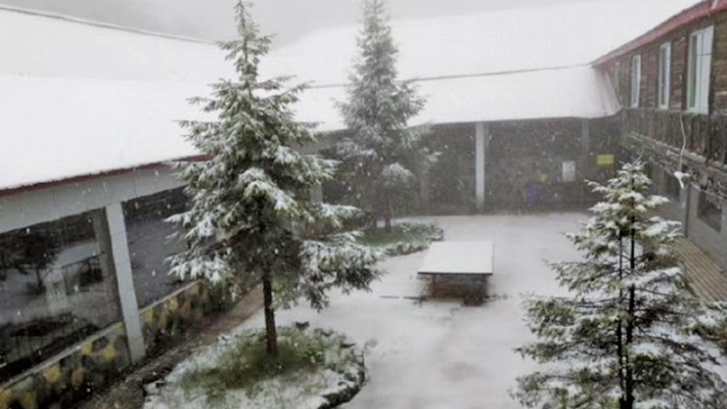奇景!重慶一景區落雪10小時