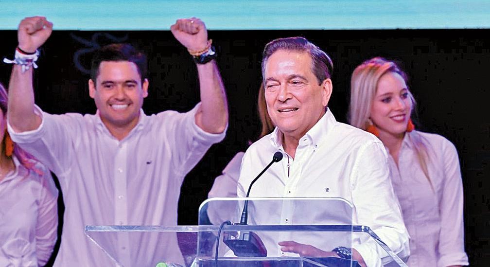 巴拿馬民主革命黨(PRD)總統候選人Laurentino Cortizo(中)於2019年5月5日在巴拿馬城當選新一任巴拿馬總統後發表講話。(AFP)
