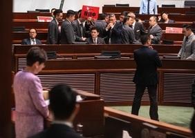民主派抗議引渡惡法 梁君彥護主逐6議員