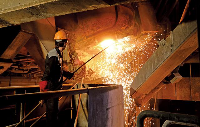 特朗普下令對伊朗金屬出口實施新的制裁,圖為伊朗一家鋼鐵廠。(AFP)