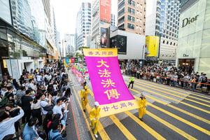 香港慶祝法輪大法日盛大遊行陸客喜聞真善忍