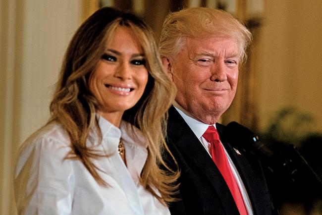 美國總統特朗普伉儷於白宮向軍人母親致敬。圖為2017年5月12日,特朗普伉儷出席同樣的慶祝會。(AFP)