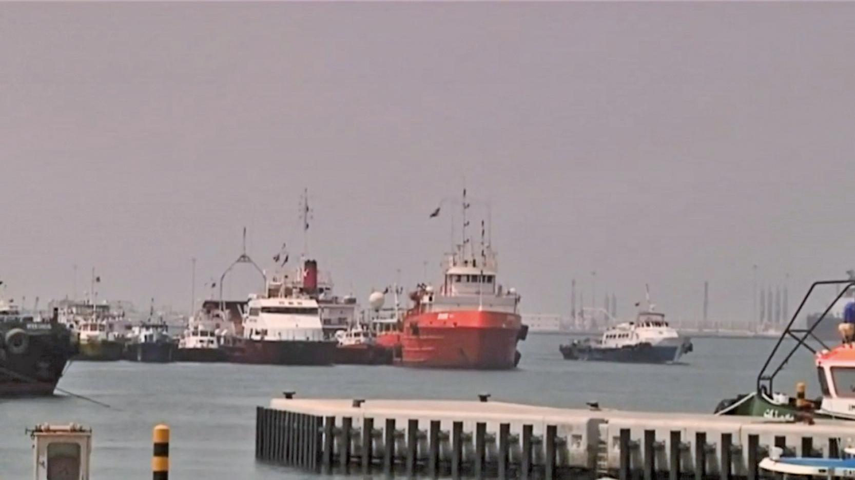 圖為,2019年5月12日,阿聯酋富查伊拉港口的畫面。(影片截圖)