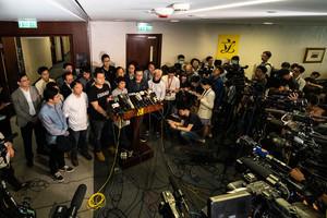 民主派向特首林鄭月娥遞信 促擱置惡法