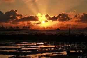 夕照白泥——令人嘆為觀止的日落勝景