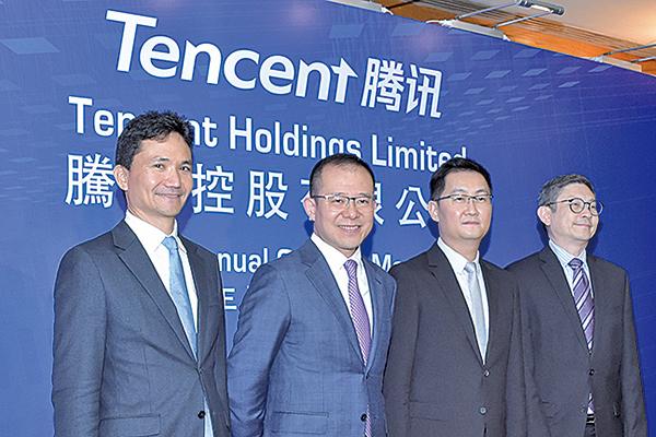 騰訊總裁劉熾平(左二)表示,中美貿易戰如再加劇,或會影響大科技公司的國際發展。(黃曉翔/大紀元)