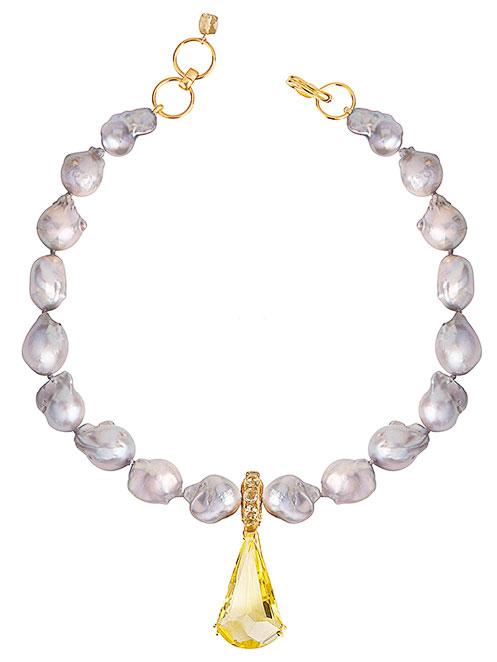 由灰色巴洛克珍珠和黃水晶打造的頸練。(bounkit.com)