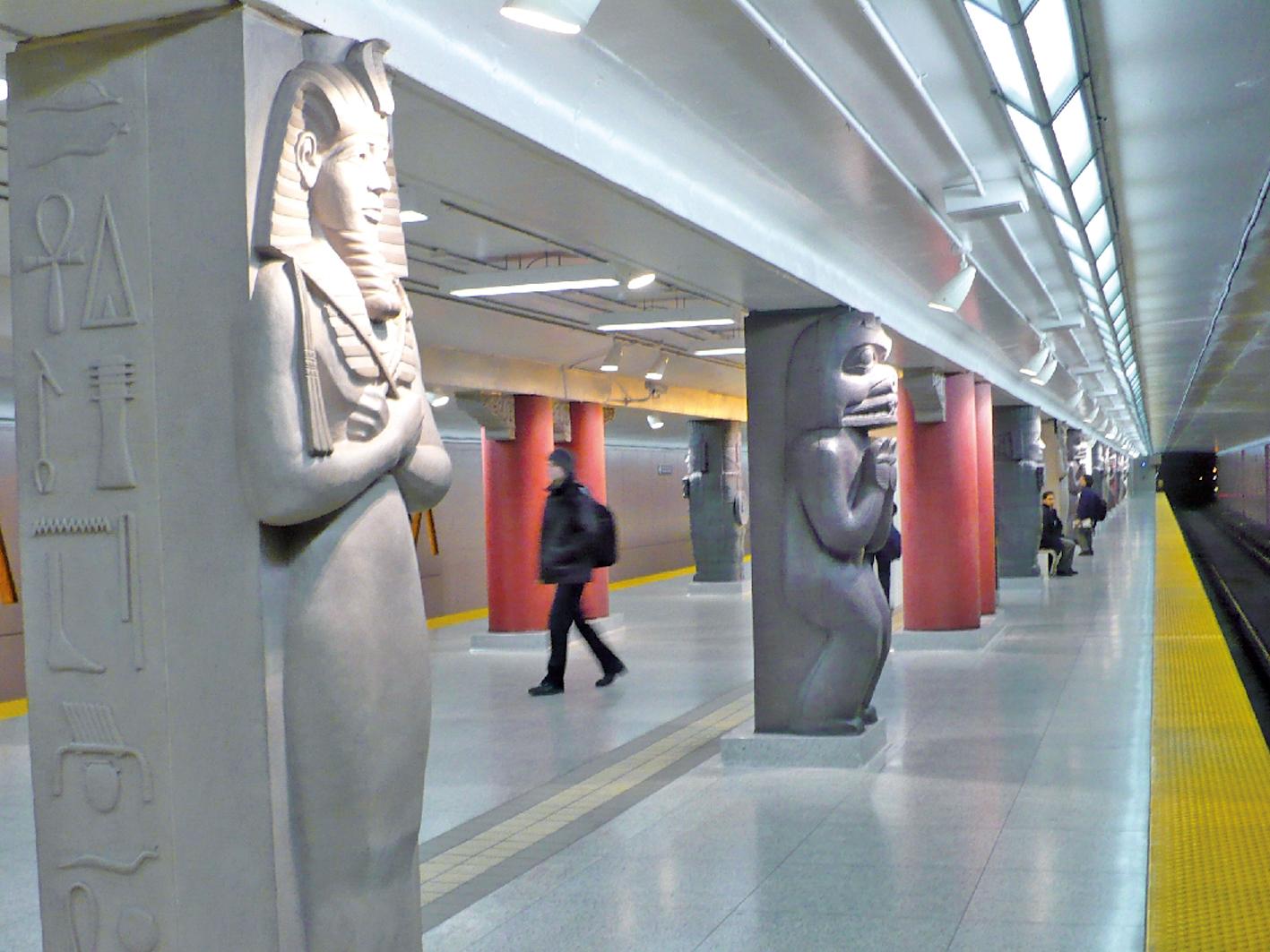 多倫多博物館地鐵站以柱子聞名。
