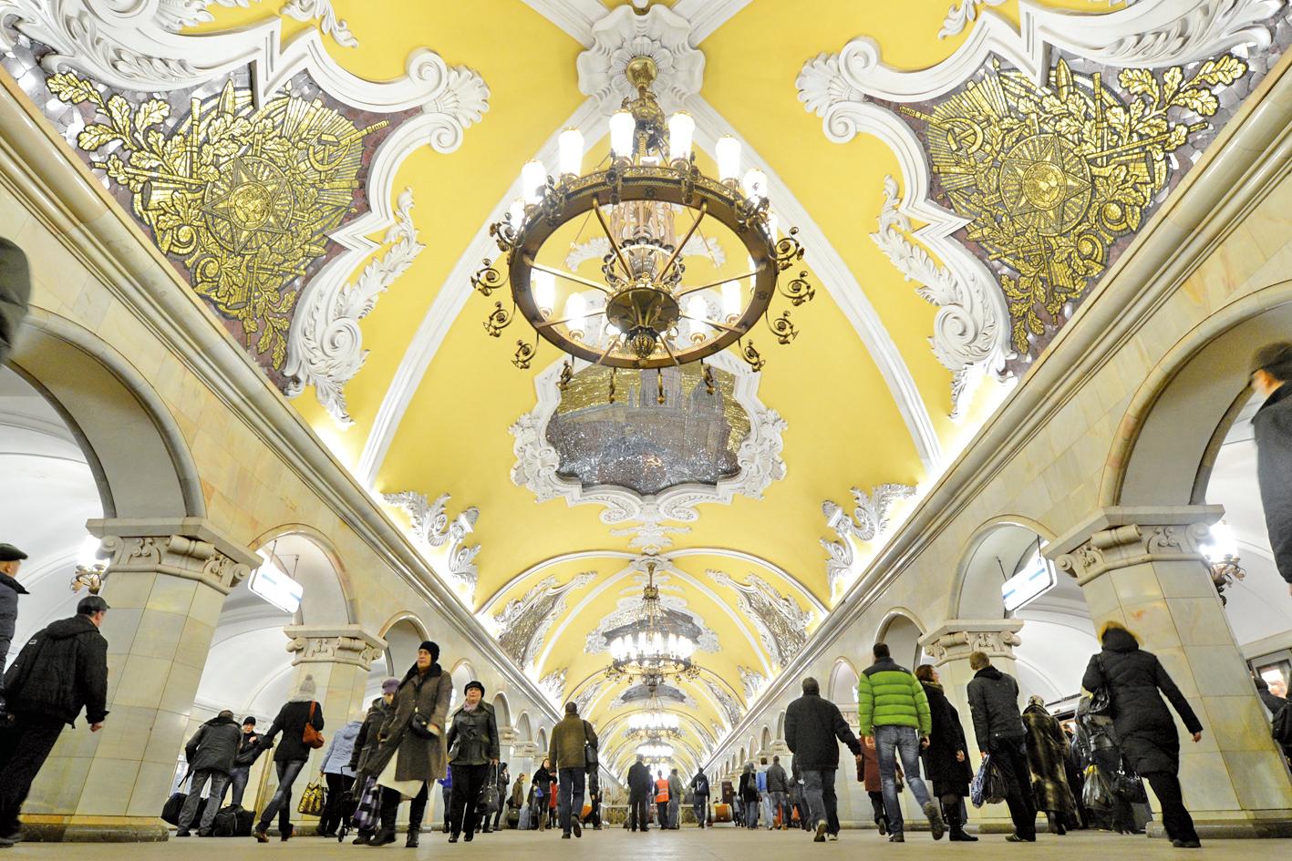 猶如皇宮般的莫斯科地鐵站。