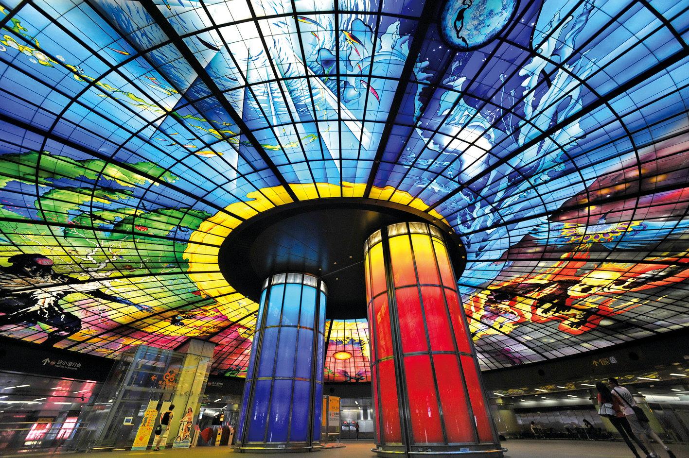 台灣的美麗島站是現代燈光藝術的經典之作。