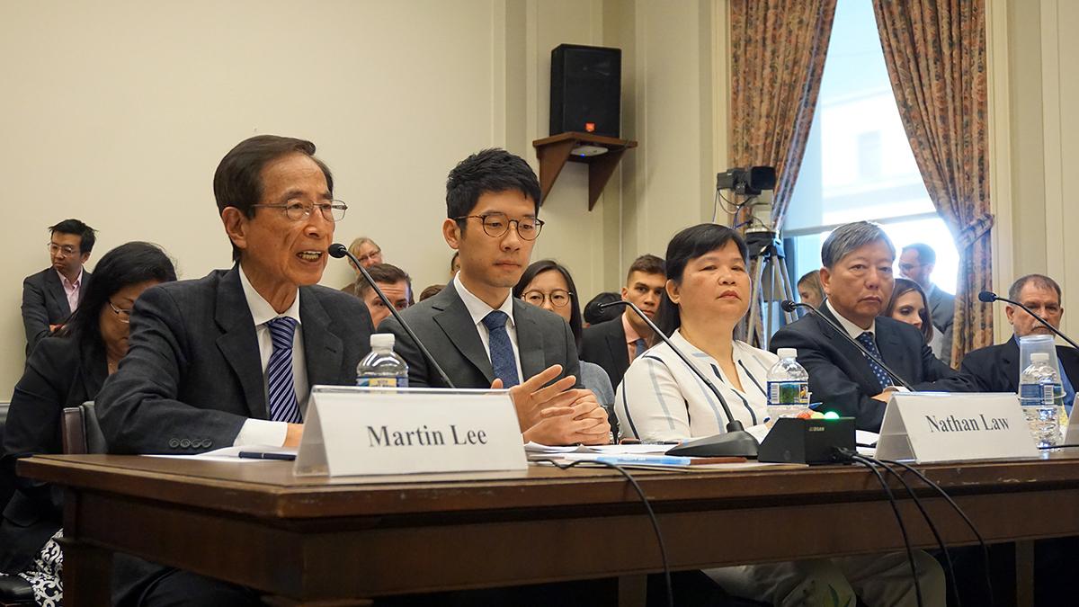 李柱銘、羅冠聰、麥燕庭、李卓人(從左至右)等「反對修例美加團」成員出席聽證會。(方明/大紀元)