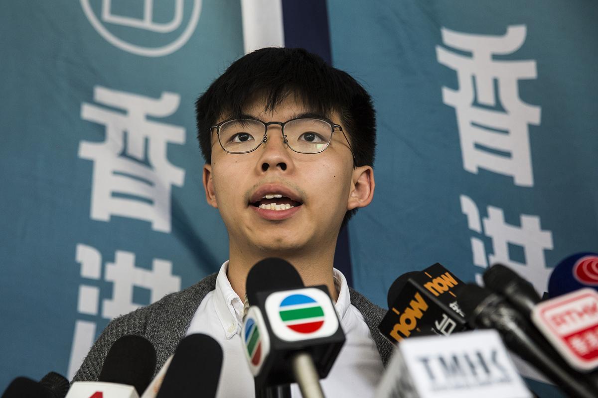 黃之鋒在開庭前則表示,會以平常心看待結果。又說,目前仍得以在香港法院受審,但若《逃犯條例》修訂通過,就不肯定社運人士會否被引渡至大陸審訊。(AFP)