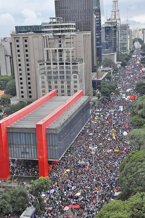 削減教育經費 巴西總統面臨首次全國示威