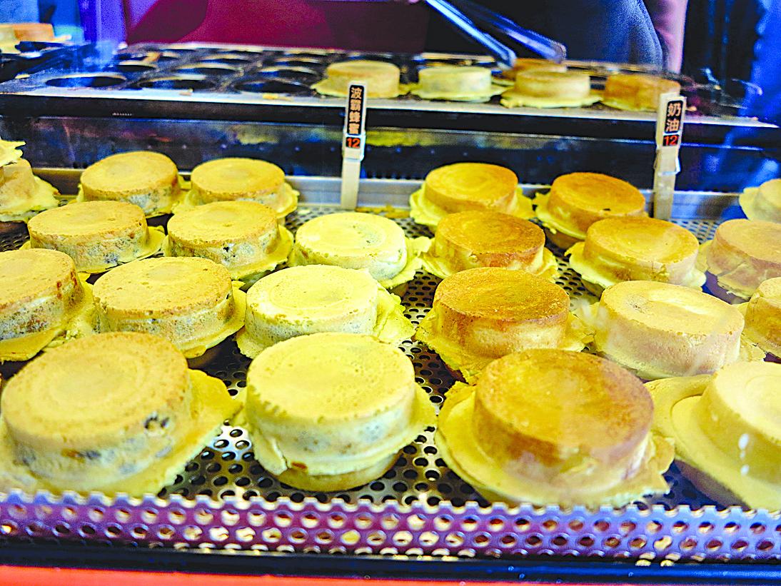 央米紅豆餅賣得最好的是有顆粒的花生餅。