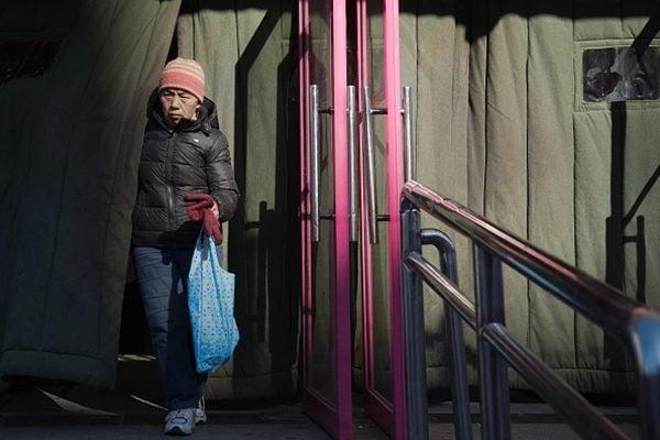 中國4月消費增速創下近16年新低。(NICOLAS ASFOURI/AFP/Getty Images)