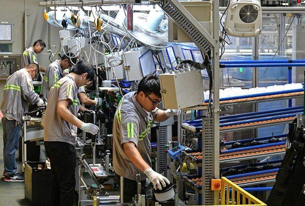 中國製造業在貿易戰中遭受重創。(STR/AFP/Getty Images)