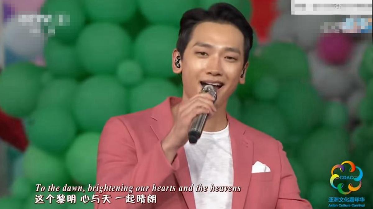 習近平日前觀看有南韓明星Rain參與的大型演出,被認為釋放「限韓令」鬆綁信號,試圖恢復與南韓的正常經貿往來。(影片截圖)