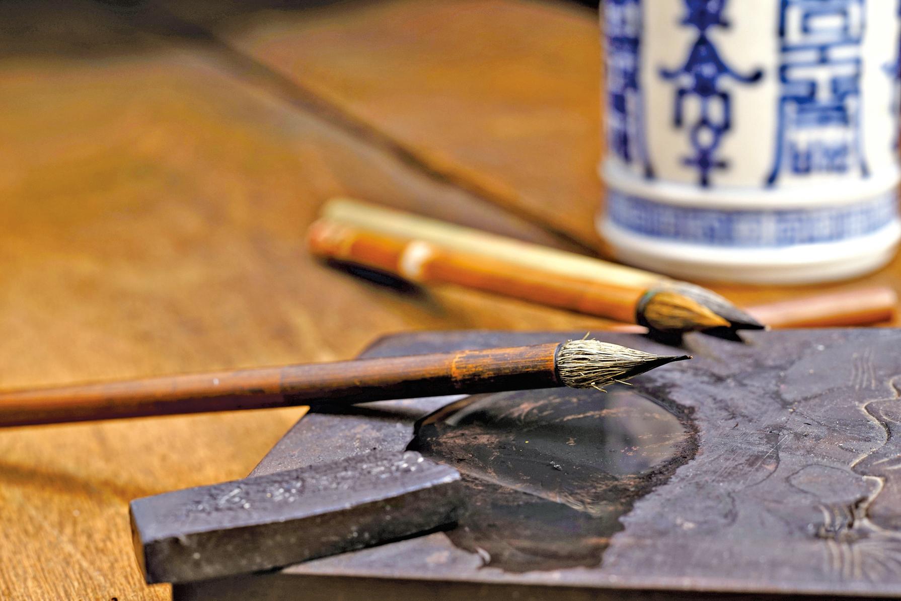 墨除了用來磨成墨汁寫字外,還有甚麼功能嗎?(Fotolia)