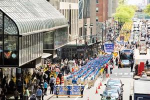 紐約聚萬人舉行盛大遊行