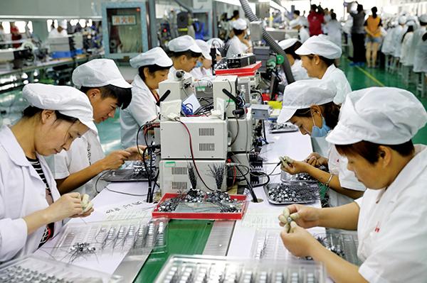 台經濟部指出,自今年1 月「歡迎台商回台投資方案」實施以來,已吸引回台投資金額接近港幣700億元。(AFP)