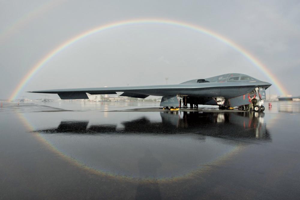 2019年2月15日,美軍一架B-2轟炸機停放在夏威夷的基地。(Thomas Barley/U.S. Air Force)