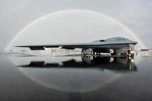 B-2轟炸機飛行員如何連飛33小時?