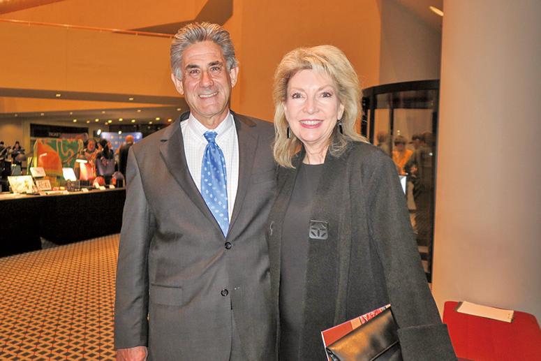 公司總裁Tony Caligiuri與太太。(陳怡然/大紀元)