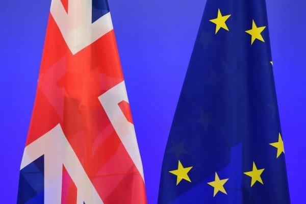 英國首相文翠珊今天說,為確保政局穩定,不會提前舉辦大選。在與歐盟舉行脫歐談判前,會向國會報告,但脫歐就是脫歐,不會再舉行另一次公投。(EMMANUEL DUNAND/AFP/Getty Images)
