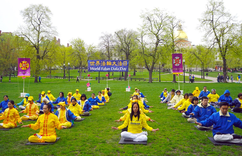 圖為2019年5月4日,紐英倫地區部份法輪功員在波士頓公共公園(Boston Common)舉辦慶祝「第20屆世界法輪大法日(5.13)」暨法輪大法洪傳27周年紀念活動。(徐明/大紀元)