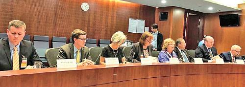 美中經濟與安全審議委員會代表團昨抵港與香港立法會議員會面。(葉健源提供)