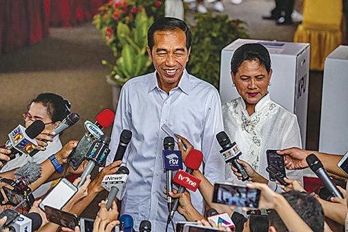 印尼現任總統佐科以領先約10.82個百分點的得票率擊敗對手普拉博沃。(Getty Images)