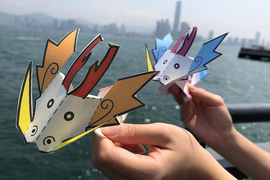 香港仔將於端午節當天舉行繽紛龍舟紙藝工作坊,讓市民學習製作精美的「紙龍舟」紙玩,帶回家中賀端陽。(公關提供)
