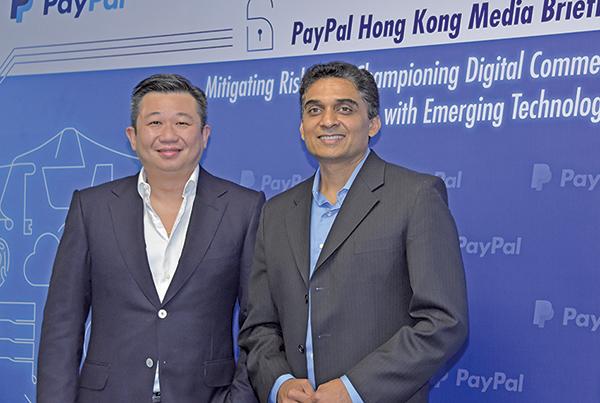 PayPal印度區總經理Guru(右)表示交易保障可增加大眾對於網上交易的信心。(郭威利/大紀元)