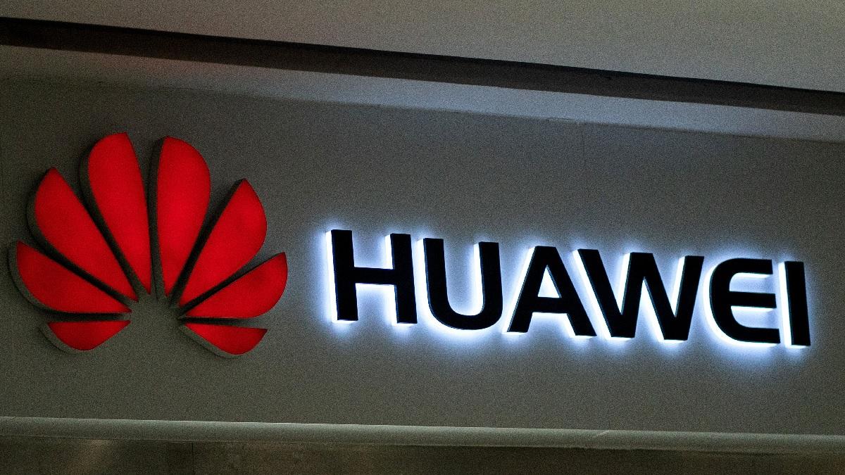 近來,西方國家針對5G網絡安全,聯合封殺中共電信巨頭華為公司。(FRED DUFOUR/AFP/Getty Images)