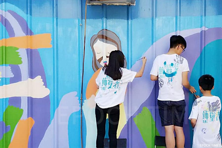 圖為坪洲幫助長者粉飾牆壁的活動。(受訪者提供)