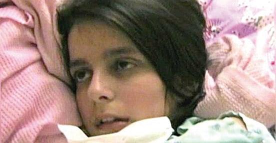 維多莉亞11歲時身體失去知覺,但她的意識尚存,只是無法控制自己的身體。4年後,情況才開始好轉。(The New Resistance FB)