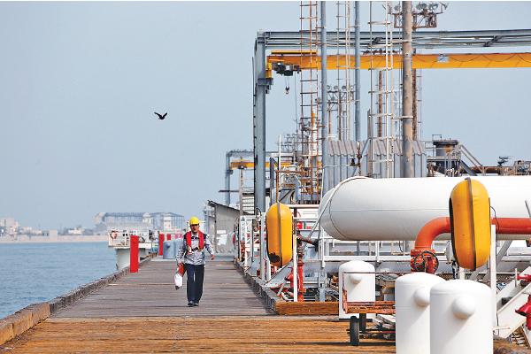 美警告防載伊朗石油油輪泊港